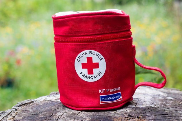 kit de premiers secours hansaplast croix rouge juste sublime. Black Bedroom Furniture Sets. Home Design Ideas