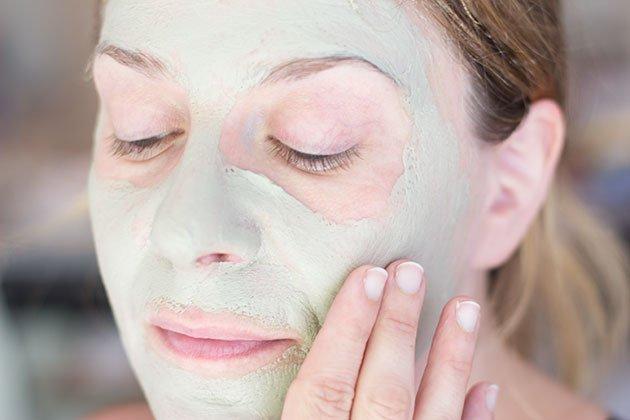 Masque sur visage pour peau acnéique indian healing Clay, argile bentonique