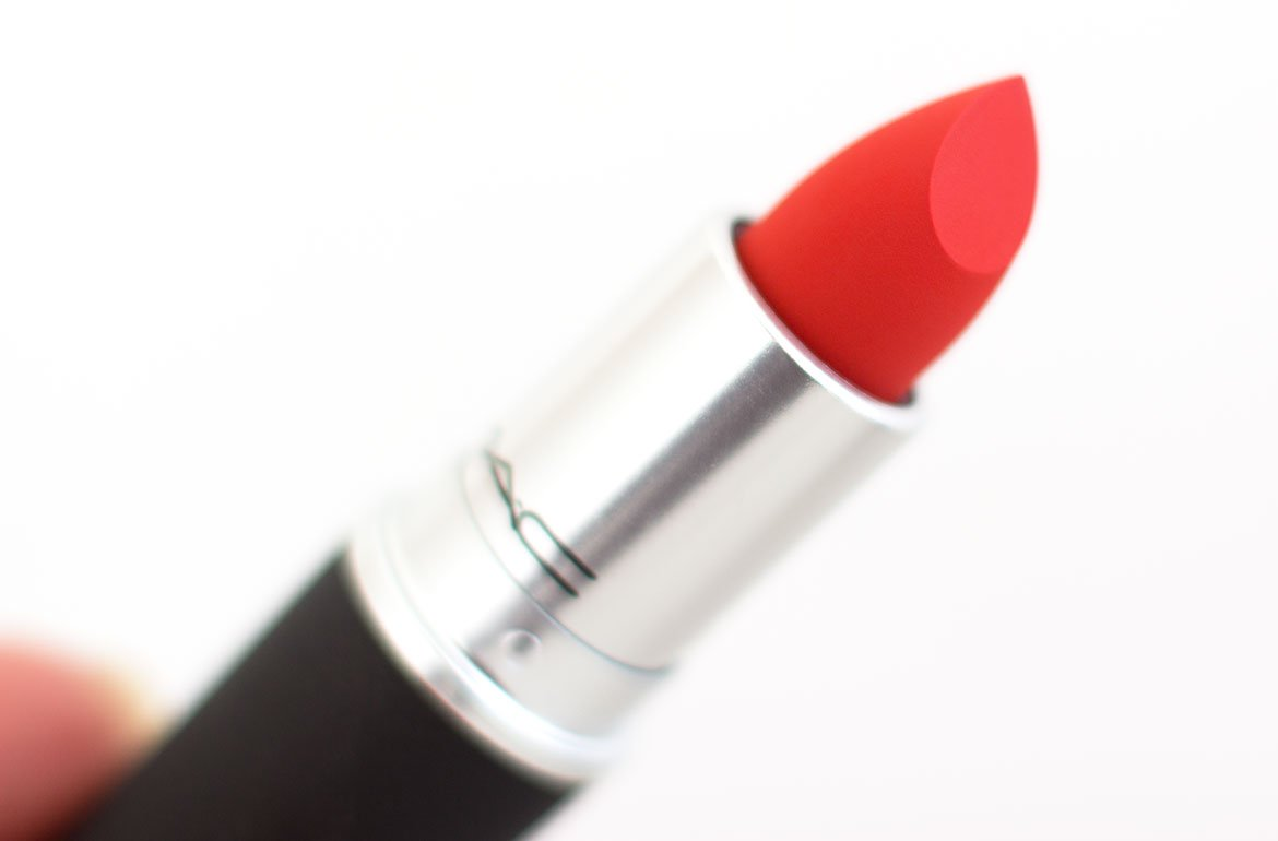 Powder Kiss Lipstick bâton de rouge à lèvres MAC 303 Style Shocked ! rouge orangé