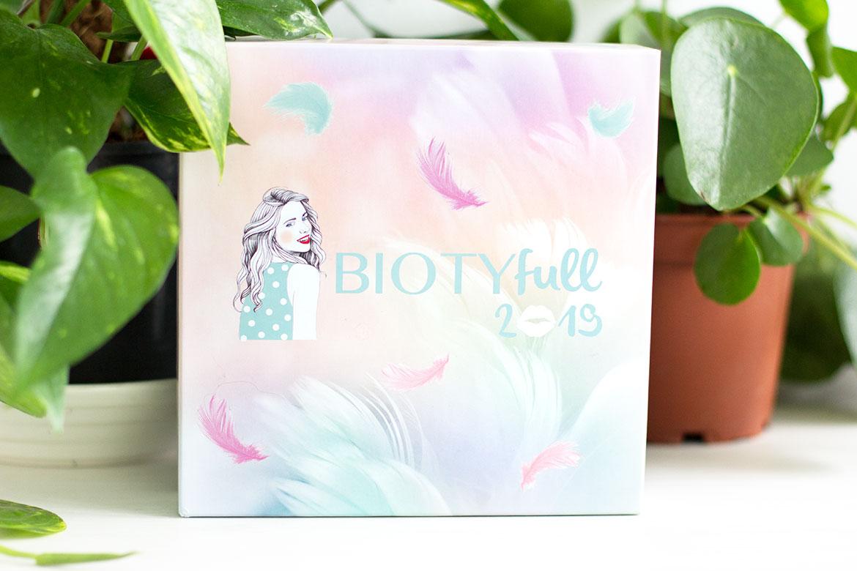 Biotyfull Box Janvier 2019 devant plantes