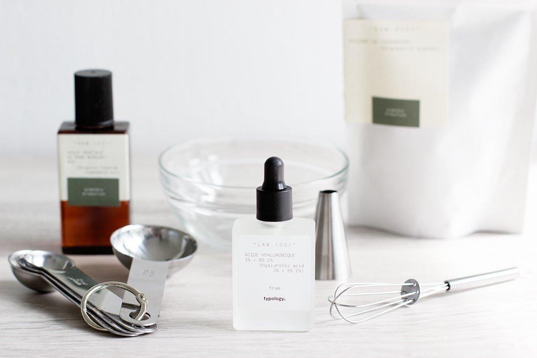 Ingrédients pour le Masque DIY Typology sur une table
