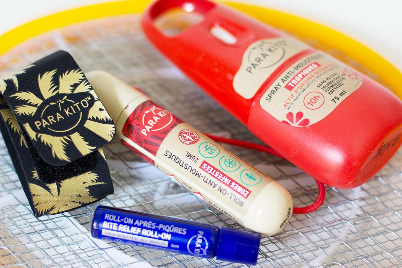 Produits Parakito anti-moustiques posés sur raquette anti-moustiques