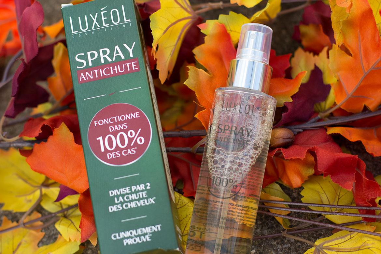 Luxéol spray antichute de cheveux posé sur feuilles d'automne