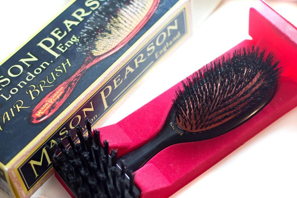 Brosse à cheveux Mason Pearson dans son écrin