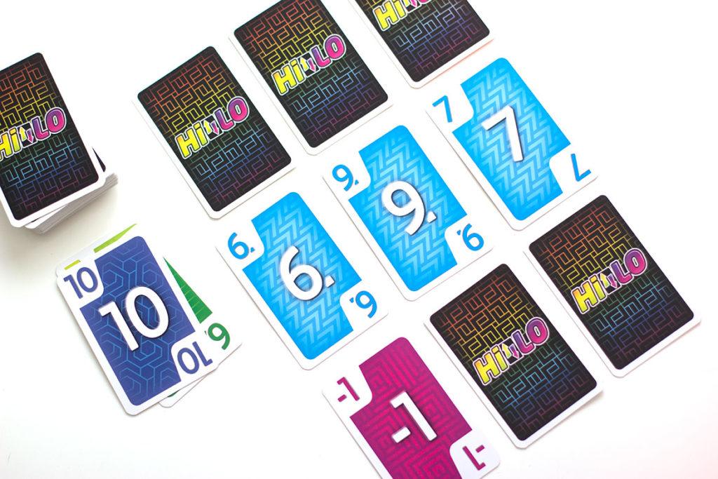 Hilo jeu de société grille de cartes rangée de même couleur