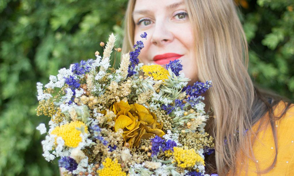 Joli bouquet de fleurs séchées Emile fleurs jaunes et bleues